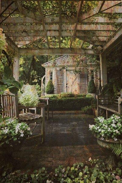 haunted-florida-garden